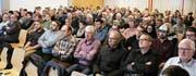 Über hundert Oberrieter interessierten sich für die Informationen zur Ortsplanrevision. Dabei wurden einige Befürchtungen geäussert, zu denen Gemeindepräsident Rolf Huber Stellung bezog. (Bild: Max Pflüger)