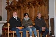 Geruhsamer Abend, von links: Die Stimmenzähler Ueli Bösch, Cornelia Peyer und Paul Gemperle.