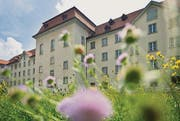 In der St. Galler Pfalz, Regierungssitz des Kantons, wird künftig auch am Tag des Kinderfests gearbeitet. (Bild: Benjamin Manser)