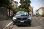 Der Fussgänger versuchte mit einem Sprung den Zusammenstoss mit der Auto zu verhindern. (Bild: Stapo SG)