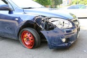 Der beschädigte Wagen. (Bild: Stapo SG)