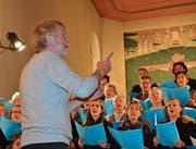 Komponist Peter Roth dirigiert die Uraufführung des Psalm 139 in Alt St. Johann. (Bild: Adi Lippuner)