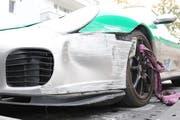 Der beschädigte Porsche. (Bild: Stapo SG)