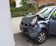 Das Auto erlitt einen Totalschaden. (Bild: Kapo SG)