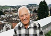 Hans Hurni über den Dächern der Stadt St. Gallen auf dem Balkon des Hotels Radisson Blu. (Bild: Ralph Ribi)