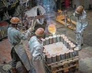 In der Kunstgiesserei wird nicht nur Metall gegossen, sondern auch Kunststoff oder Beton. Auch mit digitalen Techniken wie dem 3D-Druck kennt man sich aus. (Bild: Samuel Schalch)