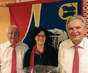 Kantonalveteran Kari Geisser, Dirigentin Margret Herzog sowie der Präsident des Männerchors, Eduard Maier (von links). (Bild: PD)