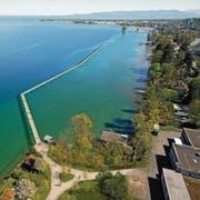 Das Projekt für einen Steg vom Areal Kopp zur Badi Hörnlibuck mit Zugbrücke für Durchfahrt mit Booten. (Bild: Visualisierung: Büro Schällibaum)