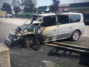 Durch den Brand entstand hoher Sachschaden am Auto. Personen wurden keine verletzt. (Bild: Stapo SG)
