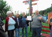 Projektleiter Philipp Gyr erläuterte an der Thur im Bunt den Planungsstand der Thursanierung. (Bild: Michael Hug)