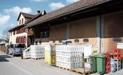 Das Grundstück an der Schulstrasse 10, auf dem sich ein Getränkehandel befindet. (Bild: Philipp Stutz)