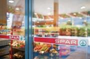 Supermarkt von Spar Schweiz. Spar International mit Sitz in Amsterdam hat die Spar-Lizenz in 40 Ländern auf vier Kontinenten vergeben. (Bilder: photopress/Ennio Leanza)