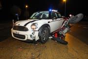 An den beiden Fahrzeugen entstand Sachschaden von über 10'000 Franken. (Bild: Kapo SG)
