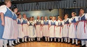 Der Gesamtchor vereinte rund 40 Sängerinnen und Sänger bei ihren Liedervorträgen. (Bilder: PD)