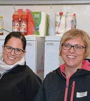 Frauenpower am Buffet: Rahel Salis und Carina Keller (von links).
