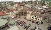 Das Bleicheli Anfang Mai 1999. Im Hintergrund sind die ersten weiss-grauen Bauten der Raiffeisen-Gruppe zwischen Gartenstrasse und Wassergasse zu sehen, vorne links das markante Dach der Synagoge. (Archivbild: Regina Kühne)