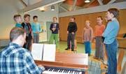 Fröhliches Proben der Singknaben Toggenburg unter der Leitung von Matthias Ammann. (Bild: Adi Lippuner)