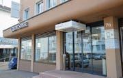 Der Bankenplatz Uzwil wird kleiner: Nur noch bis Ende Mai wird die Credit Suisse an der Bahnhofstrasse 76 eingemietet sein. (Bild: Zita Meienhofer)