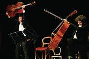 Zwei Seelen vereint: Das Duo Calva verbindet musikalisches mit kabarettistischem Können – und zeigt: E-Musik kann schlicht erheitern. (Bild: Coralie Wenger)