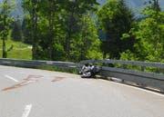 Der Töfffahrer blieb beim Unfall unverletzt. (Bild: Kapo SG)