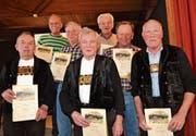 Die für ihre langjährige Tätigkeit ausgezeichneten Älpler (von links): Walter Näf, Mario Breitenmoser, Josef Gerig, Hansruedi Ammann, Markus Rüegg, Werner Mock und Hanspeter Bleiker.