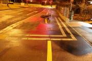 Der E-Bike-Fahrer hat sich beim Unfall eine Hirnerschütterung zugezogen. (Bild: Stapo SG)