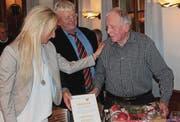 Nach Gründungspräsident Johann Ulrich Steiger im Jahr 2005 wurde am Mittwoch auch Eduard Pfändler (rechts) die Ehrenbürgerschaft Flawils verliehen. (Bilder: Andrea Häusler)