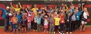 Über 43 Kinder spielten bei den Raiffeisen-Open Tennis und freuten sich über ihre Erfolge. (Bilder: PD)