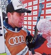 Marc Bischofberger ist der beste Skicrosser der Welt. Er hat dank zwei Siegen und weiteren zwei Podestplätzen den Gesamtweltcup und die grosse Kristallkugel gewonnen. (Bild: Screenshot SRF)
