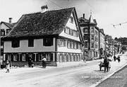 Das Restaurant Schönbrunn nach dem Zweiten Weltkrieg. An seiner Stelle steht heute das Gebäude mit der Migros Lachen. (Bilder: Sammlung Pius Jud)