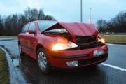 Das Auto des 32-Jährigen wurde ziemlich demoliert. (Bild: Kapo SG)