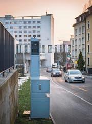 Stein des Anstosses: Der Blitzer an der Lindenstrasse beim Kantonsspital. (Bild: Urs Bucher)
