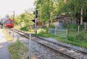 Einer der Bahnübergänge kurz nach der Sperrung im Sommer. (Bild: Olivia Hug)