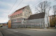 Die alte Papiermühle an der Kräzernstrasse in Winkeln wird derzeit saniert und zum Quartierzentrum umgebaut. (Bild: Ralph Ribi)
