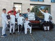 Junge Fechter auf dem Raiffeisenplatz in Niederuzwil. (Bild: PD)