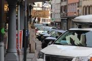 Bald ein Bild der Vergangenheit? In der Altstätter Marktgasse sollen künftig keine Autos mehr durchfahren und parkieren. (Bild: Gert Bruderer)