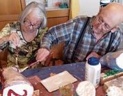 Jung und Alt gestalteten gemeinsam den diesjährigen Adventsweg. (Bilder: pd)