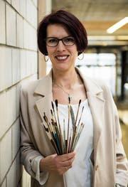 Die Pinsel hat Annamaria Farkas Holdinger mittlerweile weggelegt. Stattdessen engagiert sich die gelernte Porzellanmalerin im Wittenbacher Primarschulrat und in der ungarischen Gemeinschaft. (Bild: Sabrina Stübi)