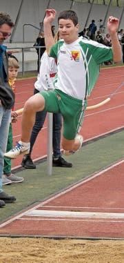 Ramon Frei holt an den Regionenmeisterschaften im Weitsprung die Silbermedaille. (Bild: pd)