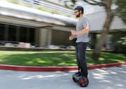 Hoverboards sind auf öffentlichem Grund nicht erlaubt. (Bild: Keystone)