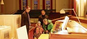 Faszinierende Orgel: Die Gelegenheit, sie näher kennen zu lernen, wurde rege benützt. (Bild: Peter Küpfer)