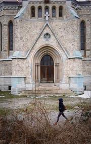 Der Vorplatz der Kirche St. Leonhard soll neu gestaltet werden für Wochenmärkte und Apéros. (Bild: Urs Jaudas)