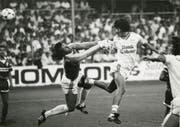 Ivan Zamorano erzielt gegen den FC Sion eins seiner vielen Tore für den FC St.Gallen. (Bild: Archiv)