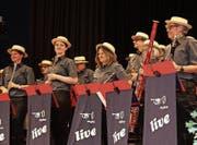Die Musikgesellschaft Konkordia Wittenbach tritt im Oberstufenzentrum Grünau auf. (Bild: Manuela Bruhin)