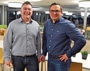 Der scheidende Präsident der FDP Bütschwil-Ganterschwil, Roland Schneider (links), und sein Nachfolger Silvan Breitenmoser. (Bild: Peter Jenni)