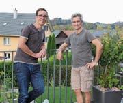 Joachim Näf (links) und Markus Züblin bilden zusammen mit Ralph Rütsche (nicht auf dem Bild) das OK der Interessengemeinschaft Lütisburg. Alle drei sind in der Gemeinde verwurzelt und wohnen dort mit ihren Familien. (Bild: Martina Signer)