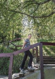 Patrick Fust unterwegs auf seiner Lieblingstreppe: Dem verwinkelten Fluhweg in St. Georgen. (Bild: Michel Canonica)