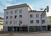 Die Raiffeisenbank Mittleres Toggenburg, im Bild die Geschäftsstelle Wattwil, kann auf ein erfolgreiches 2017 zurückblicken. (Bild: Beat Lanzendorfer)