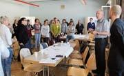 Auftaktveranstaltung vom vergangenen April: Mit dabei waren auch die Initianten Peter Bünzli (Zweiter von rechts) und die Mütter- und Väterberaterinnen Christine Louis-Dähler (links) sowie Marianne Schläpfer und Esther Breitenmoser, die auf dem Bild nicht zu sehen sind. (Bild: Martina Signer)
