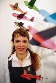 Alessandra Beltrame: Ihre Flugzeuge «fliegen, wohin immer sie wollen». «In die Luft, über die weite Ebene oder mitten hinein in die Liebe», wie die Künstlerin selbst die «Reiseziele» anbietet. (Bild: Coralie Wenger)